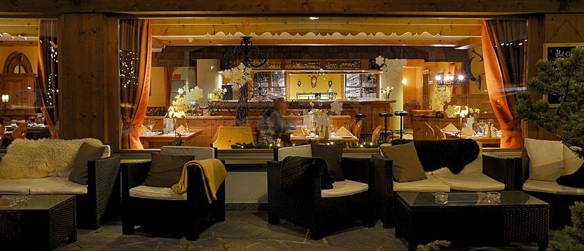 Bar and Lounge.jpg